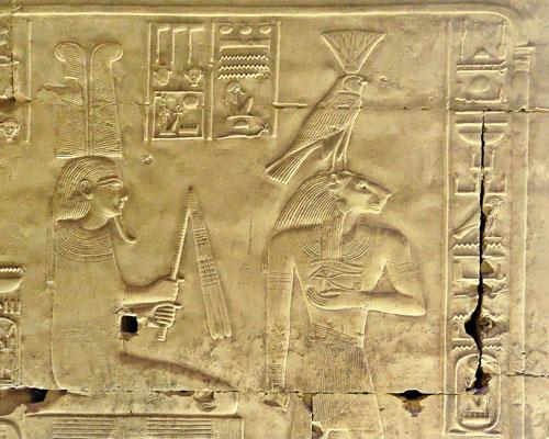 http://www.lesphotosderobert.com/Egypte/Abydos/Nefertoum/nefertoum01Det.jpg